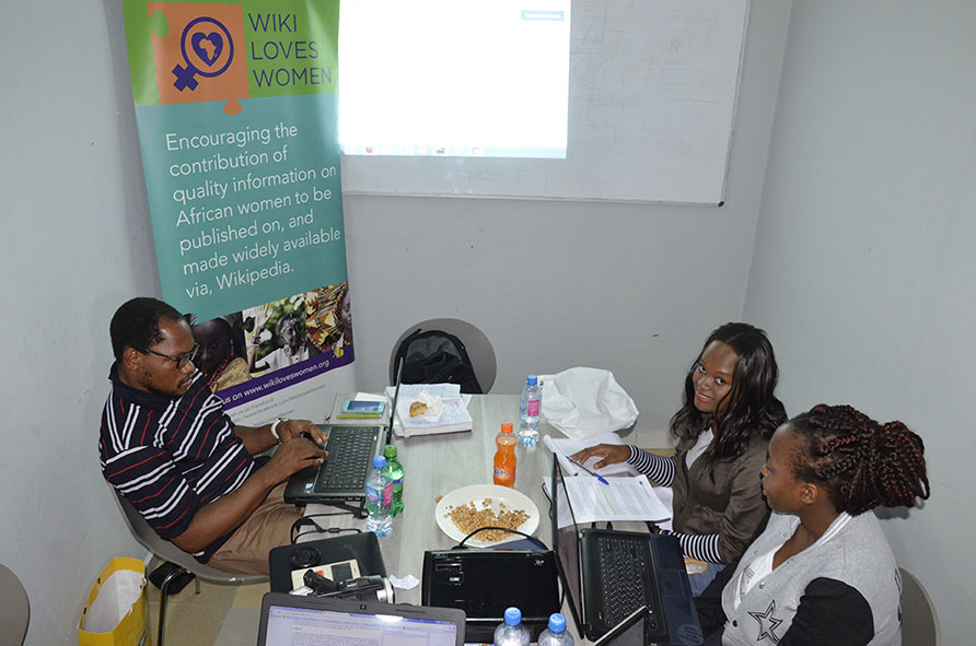 First workshop on creating new articles in Douala