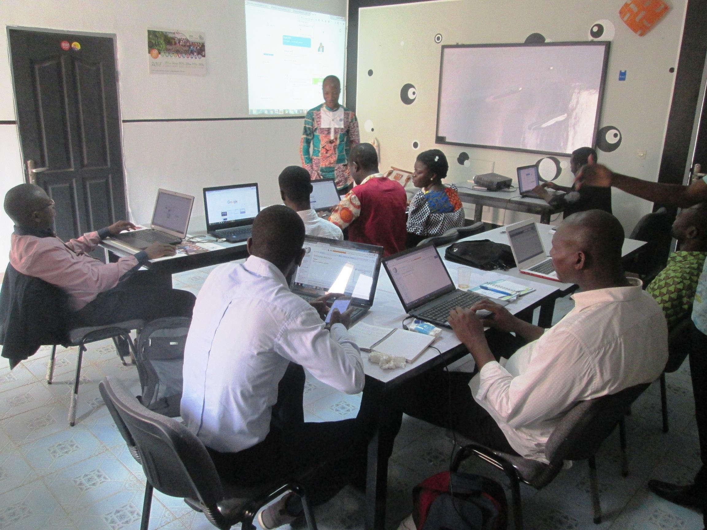 7 bibliothécaires de la Côte d'Ivoire éditent des portraits de femmes sur Wikipédia